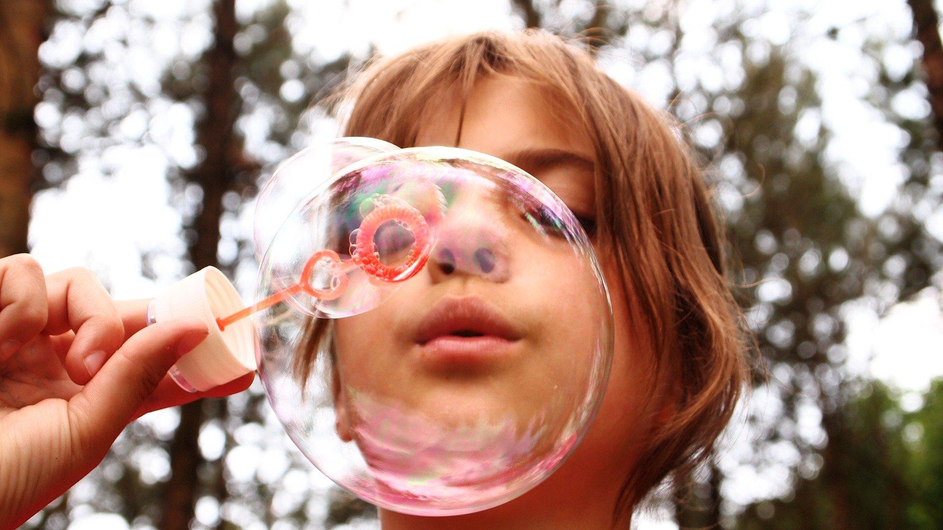 soap-bubbles-668950_1920